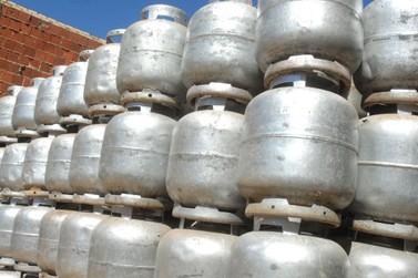 Preço do gás de cozinha varia entre  R$ 75 e R$ 80 em Umuarama