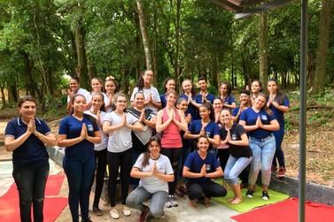 Guarda Mirim de Umuarama inova e oferece ioga para seus alunos