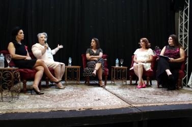 Roda de conversa em Umuarama sobre câncer evoca relatos de superação