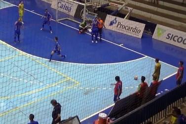 Umuarama Futsal vence e larga em vantagem nas quartas de final do Paranaense