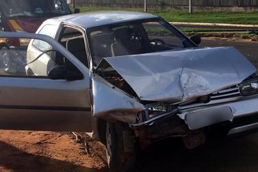 Gestante é levada ao hospital com dores após acidente com 3 veículos na PR-323
