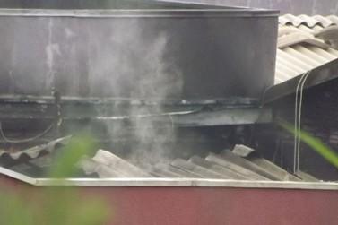 Incêndio destrói casa de shows durante a madrugada desta quinta, em Toledo