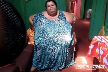 Mulher de 230 quilos pede ajuda em Umuarama: 'Está muito difícil minha vida'