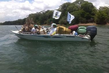 Quase cinco toneladas de lixo são recolhidas das margens do Rio Paraná