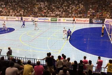 Umuarama Futsal bate Foz e larga em vantagem por uma vaga na final do Paranaense