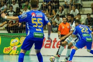 Umuarama Futsal e Foz Cataratas medem forças no primeiro confronto da semifinal