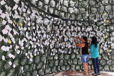 'Árvore dos Desejos' já recebe centenas de pedidos para o Papai Noel em Umuarama