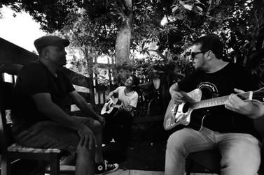 Grupo umuaramense Entidade Perdida lança CD em show especial neste domingo