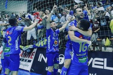 Umuarama Futsal vence o São José dos Pinhais e vai à final da Taça FPFS