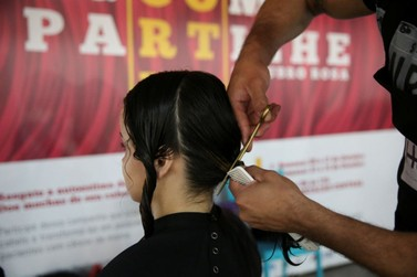 Jovem que luta contra o câncer faz campanha de doação de cabelos em Umuarama