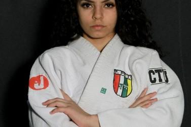 Judoca Any Moreira, de Umuarama, treina em um dos melhores clubes do país