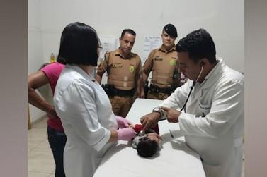 Recém-nascido é socorrido por policiais militares durante engasgamento