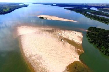 Praias cristalinas do Balneário de Porto Camargo formam as belezas do rio Paraná