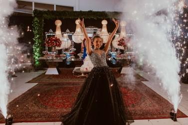 Sonho realizado: Ana Clara Dutra comemora 15 anos com festa glamourosa