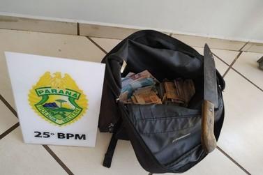 Bandido encosta faca em pescoço de funcionária, rouba R$ 3,3 mil e acaba preso
