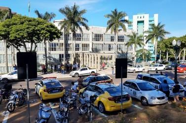 Em meio a protestos, Prefeitura aguarda a Justiça para avaliar novas concessões