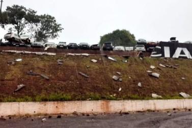 Muro da Delegacia da Polícia Civil de Cruzeiro do Oeste desaba durante temporal