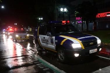 Primeiro dia de toque de recolher tem rondas da GM e da polícia em Umuarama