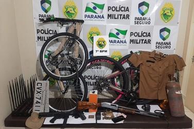 Homem é preso com armas, uniformes de polícias e produtos roubados em Rondon