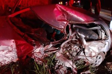 Homem morre após acidente entre carros na PR-082, entre Douradina e Ivaté