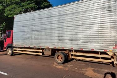 Polícia Militar prende dois homens com caminhão furtado, em Umuarama