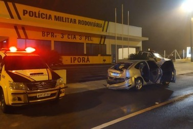 Homem bate carro com mais de meia tonelada de maconha em fuga da PRE em Umuarama