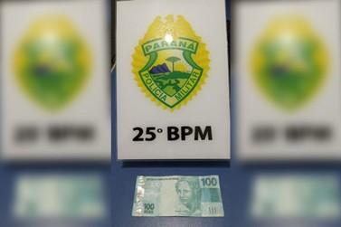Polícia apreende dinheiro falso e procura por homem que o passou em Umuarama