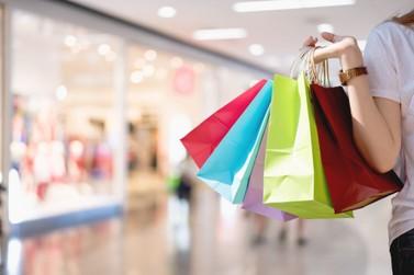 Compras: comércio de rua de Umuarama fica aberto até as 17h deste sábado