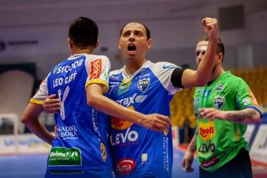 Umuarama vence e se mantém na liderança do grupo C da Liga Nacional de Futsal