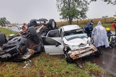 Acidente entre Maria Helena e Umuarama deixa duas pessoas gravemente feridas