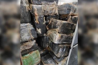 Polícia apreende quase 1 tonelada de maconha e prende dois suspeitos em Umuarama