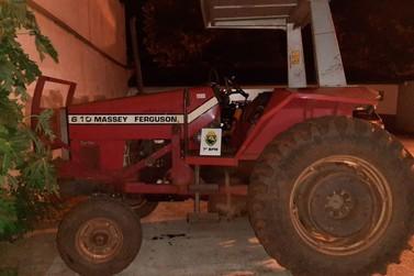 Polícia recupera trator que foi levado durante assalto à fazenda em Perobal