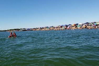 Porto Camargo tem prainhas lotadas e banhistas sem máscaras no fim de semana