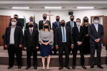 Prefeito, vice e 10 vereadores eleitos em Umuarama tomam posse