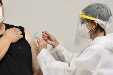 Umuarama paralisa vacinação contra covid em alguns postos de saúde; saiba quais