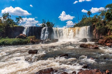 Fotógrafa capta incríveis imagens de cachoeiras em Umuarama e região
