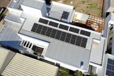 Despesas altas? Energia solar é alternativa para reduzir custos durante a crise