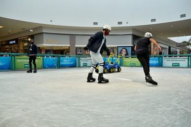 Patinação no gelo do Shopping Palladium Umuarama traz diversão para toda família