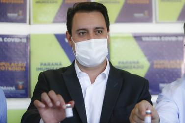 Paranaenses acima de 18 anos receberão vacina até setembro, diz Ratinho Jr