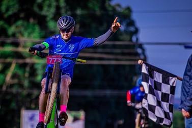 Ciclistas de Umuarama estreiam com bons resultados em competição regional
