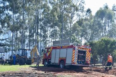 Viatura dos bombeiros atola a caminho de atendimento de incêndio em Umuarama