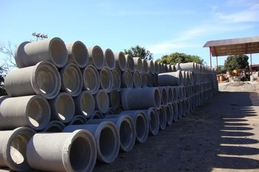 Liberação de tubos permite obras de pavimentação em ruas de Cruzeiro do Oeste