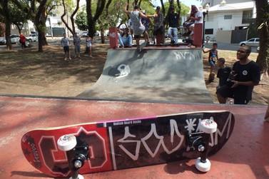 Skatistas de Umuarama promovem torneio em protesto contra demolição de pista