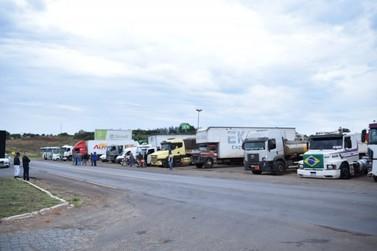 Caminhoneiros fazem bloqueios nas rodovias em Cruzeiro do Oeste e Goioerê