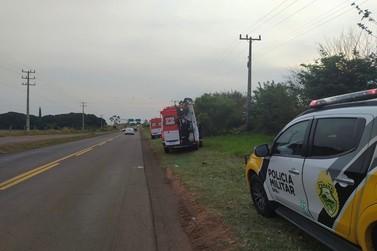 Casal fica ferido após perder o controle de motocicleta e cair na rodovia PR-482