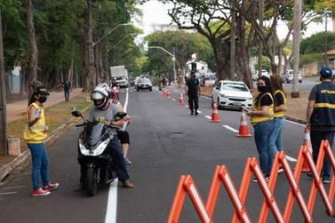 Em alusão à Semana do Trânsito, blitz educativa orienta motoristas em Umuarama