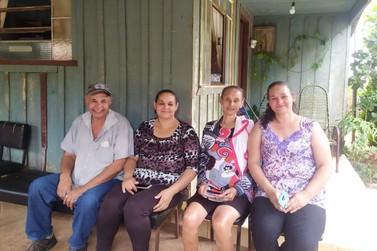 Irmãos se reencontram no distrito de Santa Eliza após quase 50 anos separados