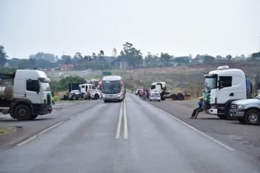 Rodovia PR-323 será bloqueada nesta quinta-feira (09), avisam caminhoneiros