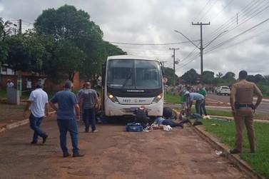 Criança atropelada por micro-ônibus fica em estado grave em Guaporema