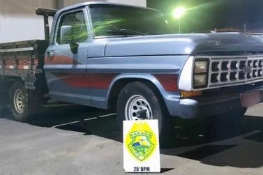 Homem sai de motel com caminhonete furtada e acaba preso em Umuarama